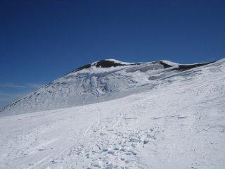 in vista della cima: poca neve e molto