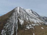 La Rosta dalla Punta Sionei, a sx i prati di discesa, verticale al centro lo scivolo nevoso