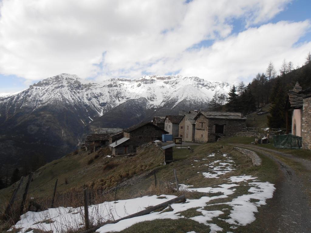 01 - Montagne Seu e Seguret - Ambin sullo sfondo