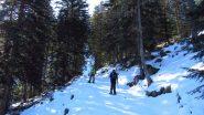 Andrea e Davide salgono nella prima parte del bosco (21-4-2012)