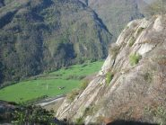 Tratto di sentiero panoramico sulla valle