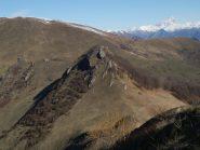 Rocca Calera e, a sx La Rocciaia, sullo sfondo l'Alpe di Rittana
