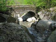 Ponte in pietra sul Rio Vernai