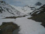 partenza (per l'Ormelune) con meteo accettabile - col du Mont al centro della foto