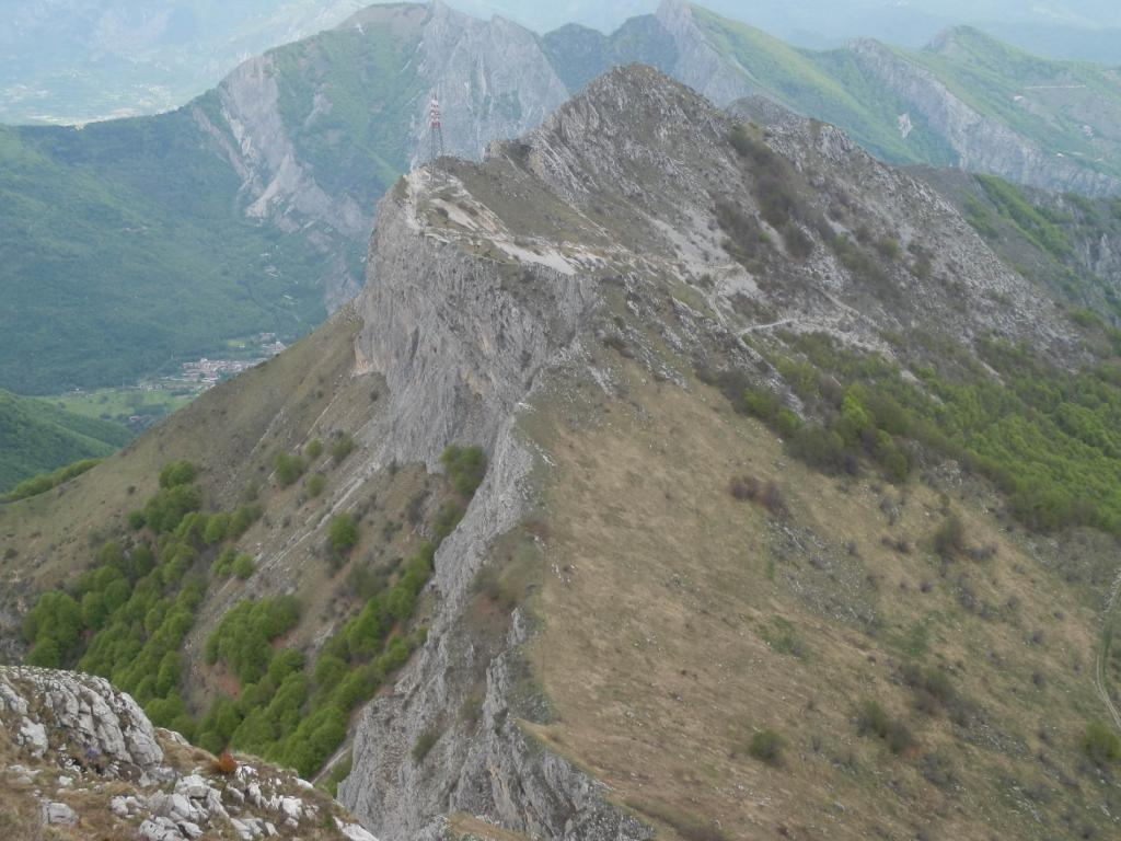 Dalla vetta, vista verso le Rocce della Scregna