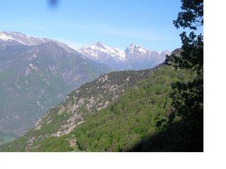 Il M.Avic ea dx il M.Ruvi...salendo al Col Vert da Pre'