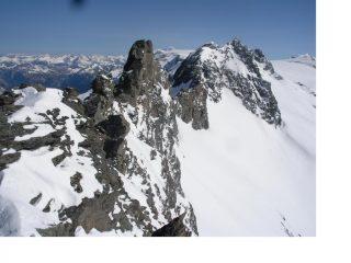 A  dx del Passage Rosoire e' la Pointe de Genepy...vista dalla P. de Labby
