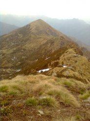 Il Monte Bo' Valsesiano visto dal Testone Tre Alpi con la cresta di salita dalla Colma Colora