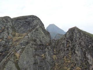Anticima, cresta finale e cima (sulla sinistra)