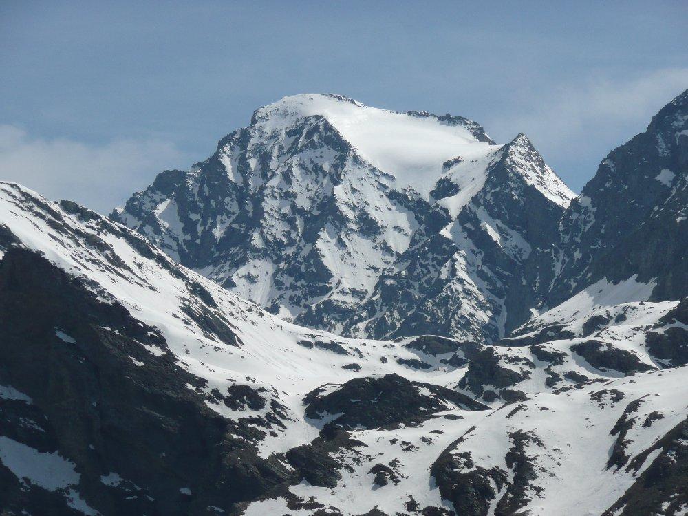 Zoom su Croce Rossa e ghiacciaio pensile
