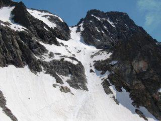 dalla forcella Roccati vista sul canale che scende dal S.Robert (stanno scendendo i 3 scialpinisti incontrati in vetta)