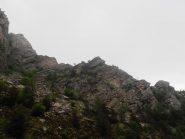 Parte della Cresta vista dal sentiero di discesa lungo il torrente