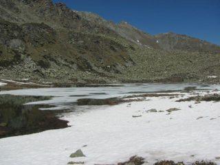 Lago Soprano in parte gelato