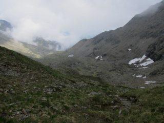Dal colletto del Civrari, il lago omonimo.
