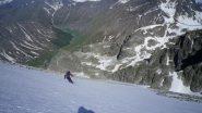 sciando sul pendio sospeso