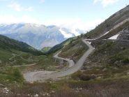 04 - gli ultimi tornanti per salire al Colle delle Finestre lato Valsusa