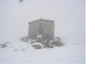 Attorno alla Cappella rifugio e tutto Bianco...