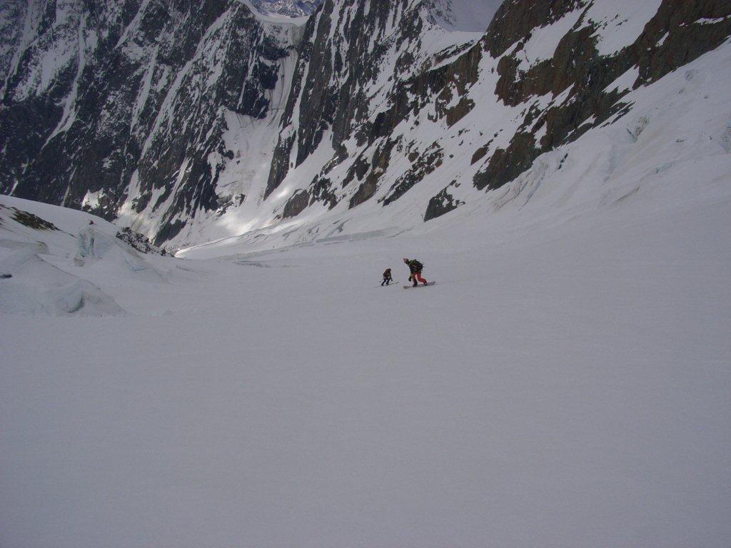 Costanzo fa strada fiutando i crepacci sul ghiacciaio di Bionassay