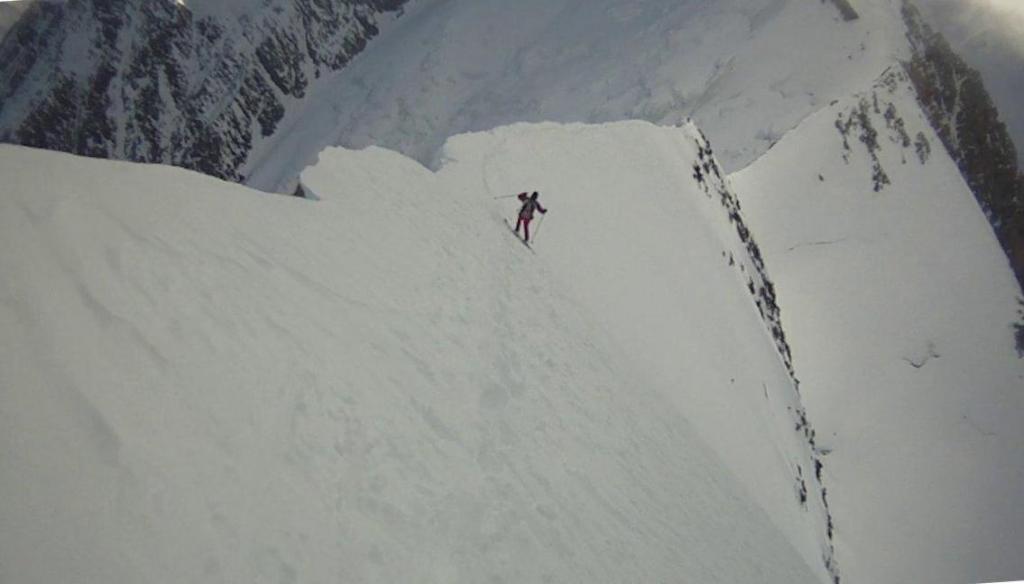 aerea cresta di neve