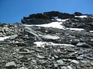 La grande sporgenza rocciosa di colore grigio da aggirare a destra