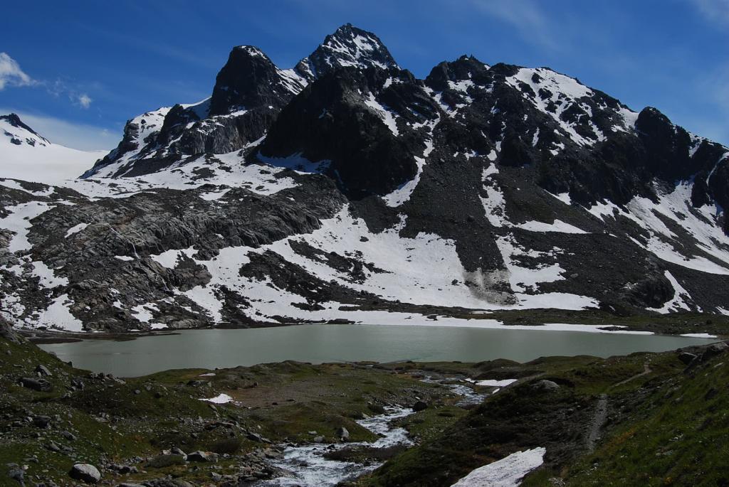 Lago del Rutor (o dei seracchi) e Grand Assaly scendendo a La Thuile