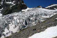 Si costeggia la seraccata del Glacier Blanc