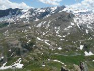 Con le rocce levigate appare Il Gurgiassone, la sede di un antico ghiacciaio compresa tra la dorsale del Rascias ed il Torrente Ayasse