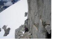 C'e' un po' di roccia prima di tornare alla neve...