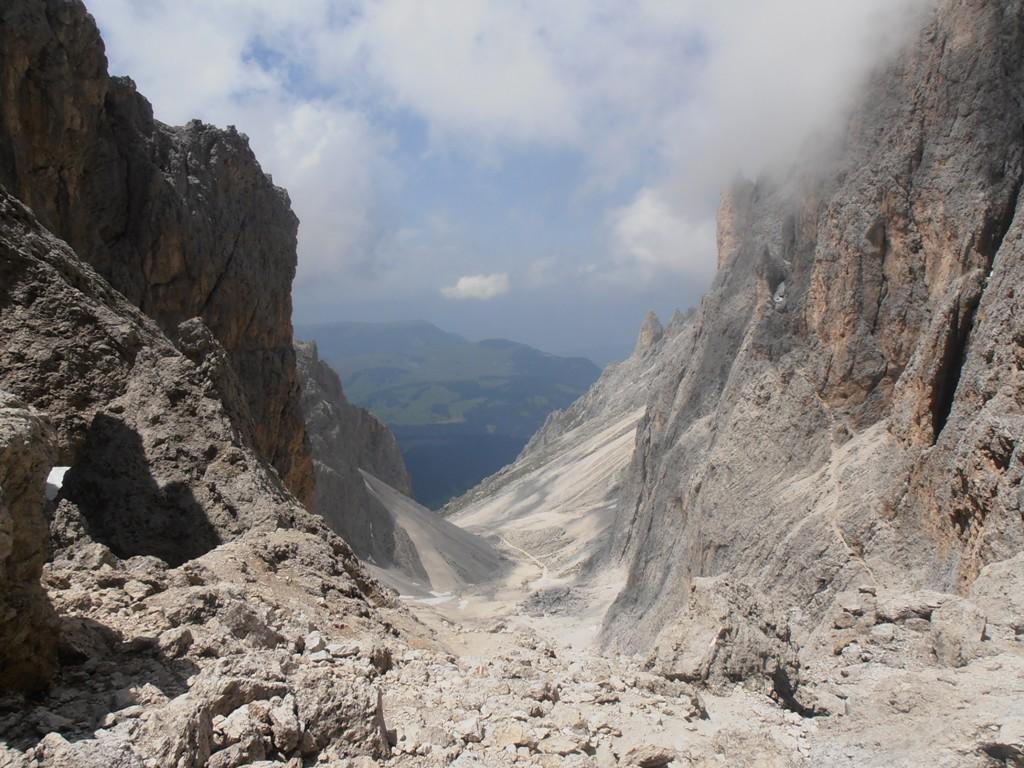 02 - dalla Forcella di Sassolungo verso la valle del Sassolungo