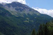 L'alpeggio di Boregne e la Becca di Tos arrivando a Milliery