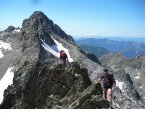 Maurizio e Rodolfo..nel tratto orizzontale della cresta con dietro la Brocan