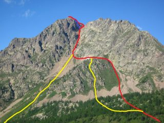 In rossa la normale da relazione, in blu il canalino, in giallo le varianti da noi seguite (foto presa da http://cuneotrekking.com/2008/08/22/escursione-alla-punta-maladecia)