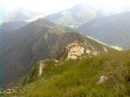 Dal Pizzo Ragno la valle Basso (sulla destra) e, in lontananza, Malesco.