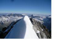 Il sommo della montagna, e' quest'affilata crestina nevosa intonsa