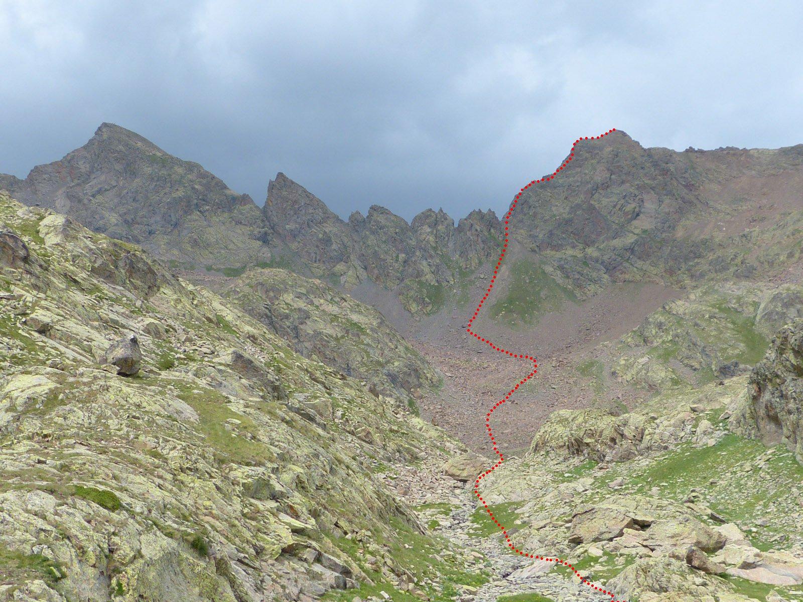 Il percorso dal lago superiore di Lausfer. A sx il Corborant