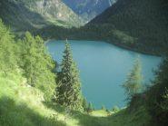 vista dal sentiero sul costone est del bacino/lago dei Cavalli