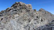 il breve risalto roccioso della cresta dove si trova l'unico facile passo di arrampicata (15-7-2012)