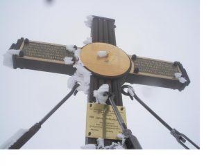 La super decorata croce di vetta del Gran Campanaro..ora anche di ghiaccio...