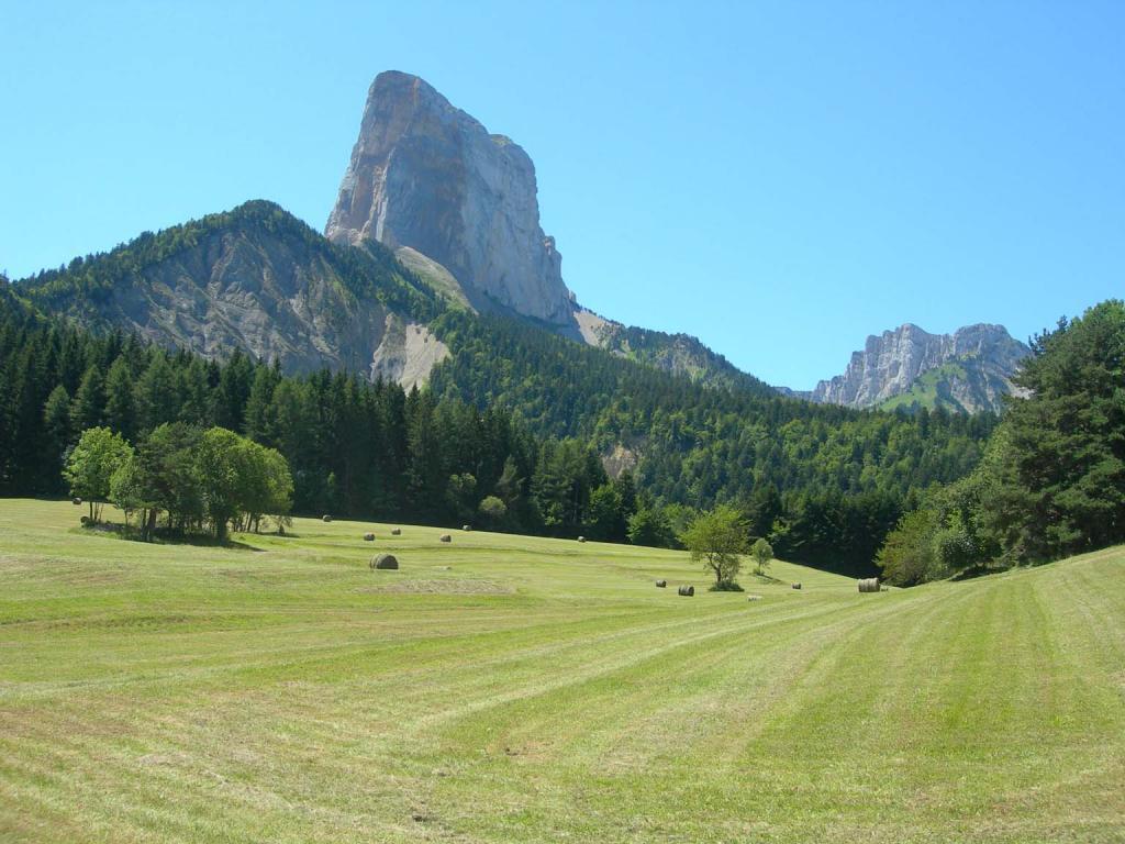 Veduta da les Pellas salendo verso il Col des Pellas
