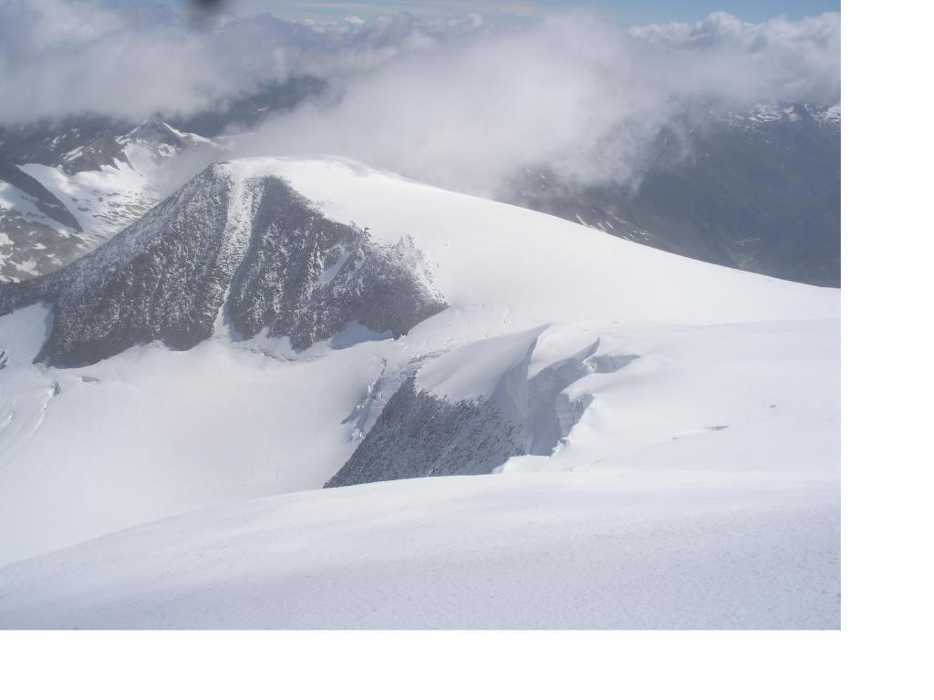 Le immense distese glaciali a est della punta...