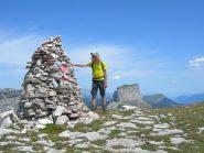 Matteo in vetta, sullo sfondo il Mont Aiguille