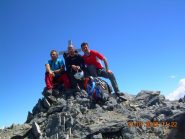 I tre alpinisti in punta.