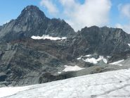 Bessanese, parete nord, vista il giorno prima dal ghiacciaio della Ciamarella. A sinistra, non proprio contro il cielo, la cresta NE o Spigolo Murari