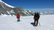 Maria Carla e Maurizio in una pausa sul Brunegg Gletscher (22-7-2012)