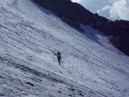 Bruna in azione sulla parte bassa del ghiacciaio