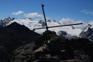 La croce sulla cima Sud del Colmet, con Rutor sullo sfondo