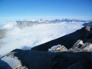 Mare di nubi sul versante francese. Sullo sfondo le vette della Vanoise