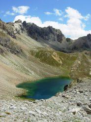 lago mediano - sullo sfondo il passo peroni