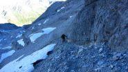 Davide risale il canalino sotto la bastionata rocciosa (23-7-2012)