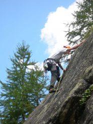 Matteo in arrampicata al settore de la Draye